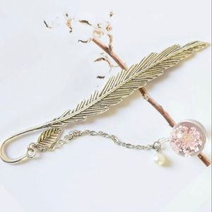 Feather pendant metal bookmark - blossom